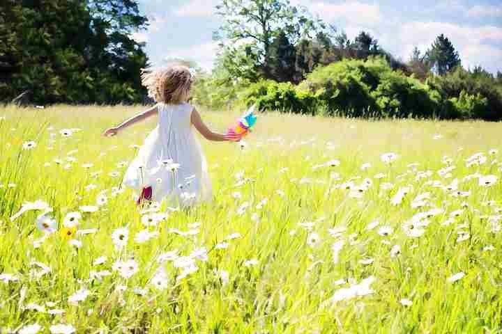 little-girl-running-795505__480_compress917672359504603044952.jpg